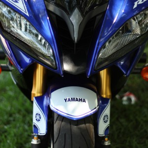 Our second vinyl decal for the front fender of your 2006, 2007, 2008, 2009, 2010, 2011, or 2012 Yamaha R6. This is a racing style decal. Custom Yamaha R6 decal created by BullsEye Vinyl. Custom Yamaha R6 decal created by BullsEye Vinyl.